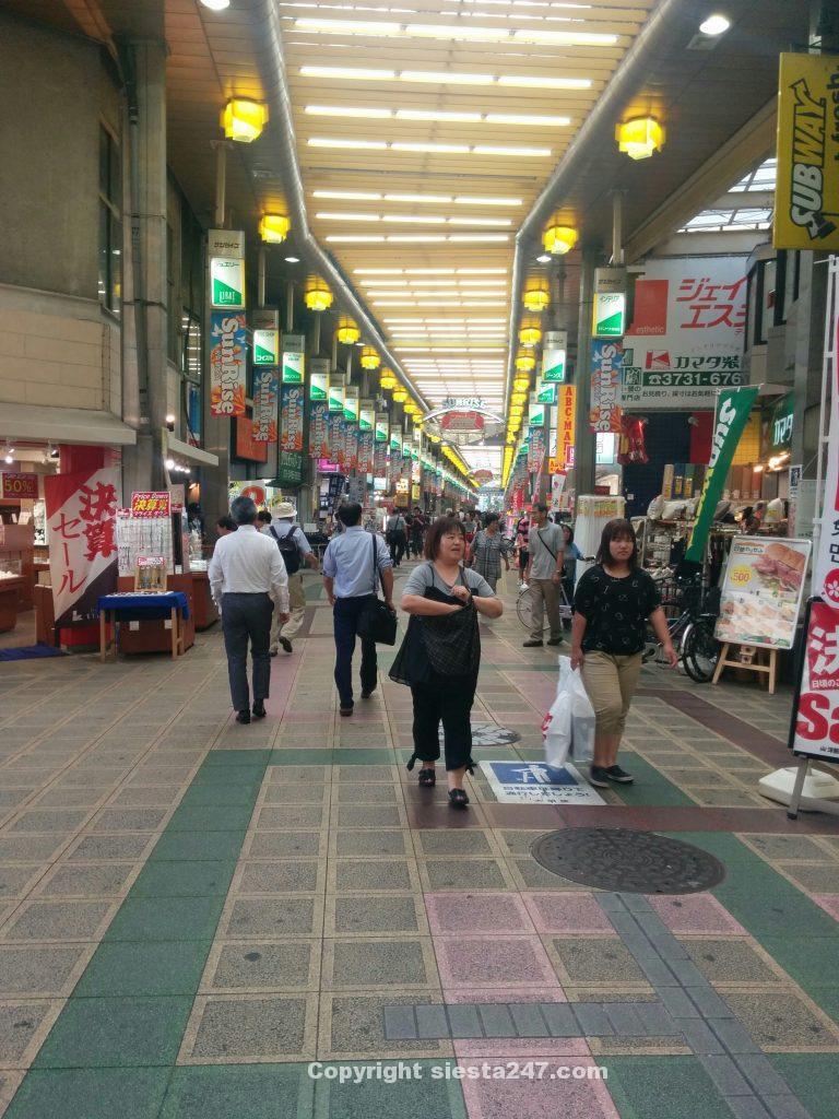 蒲田の商店街は賑やか。ビジネスホテル新力3号館へ。