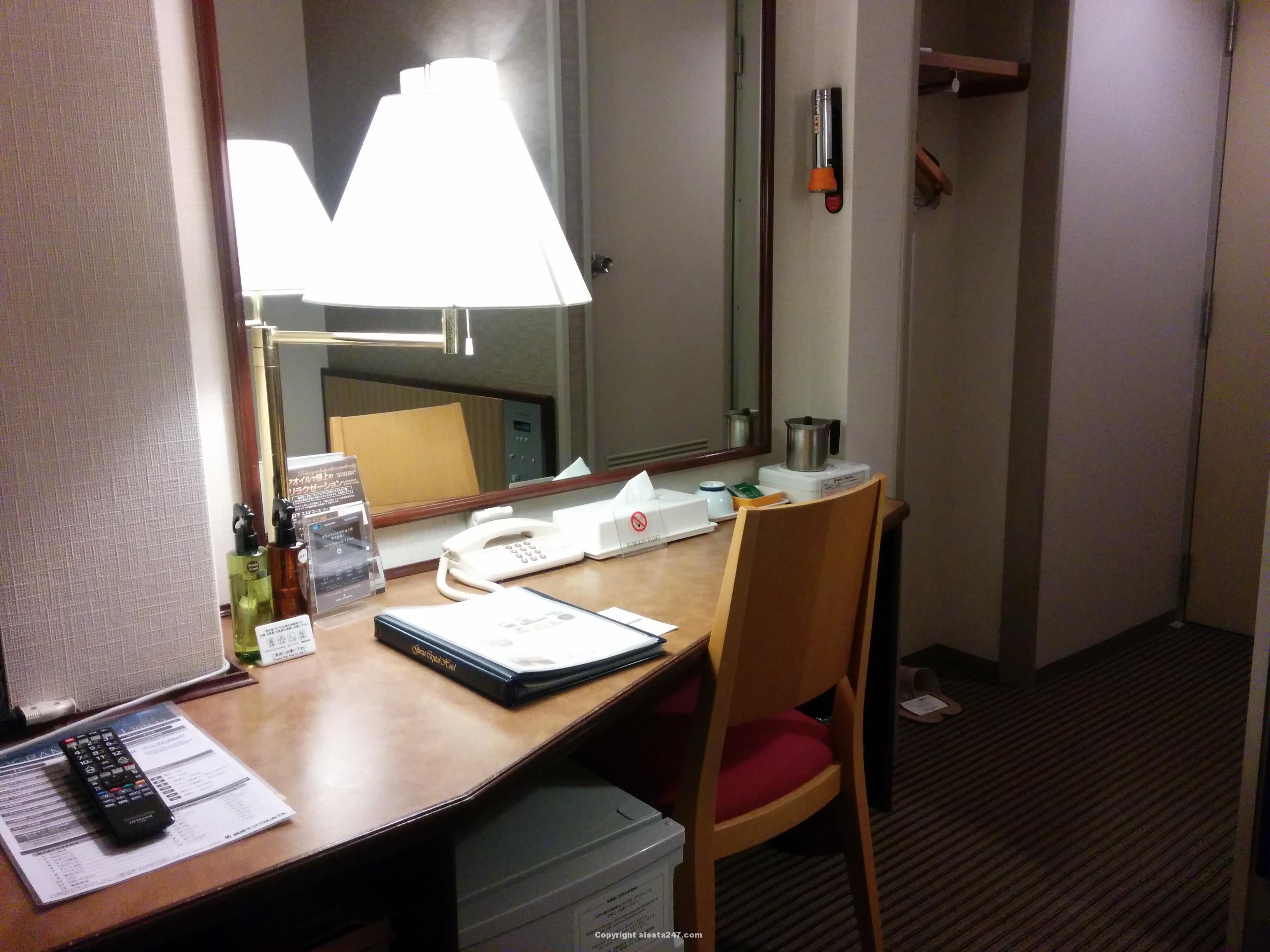 銀座キャピタルホテル本館のデスク周り。