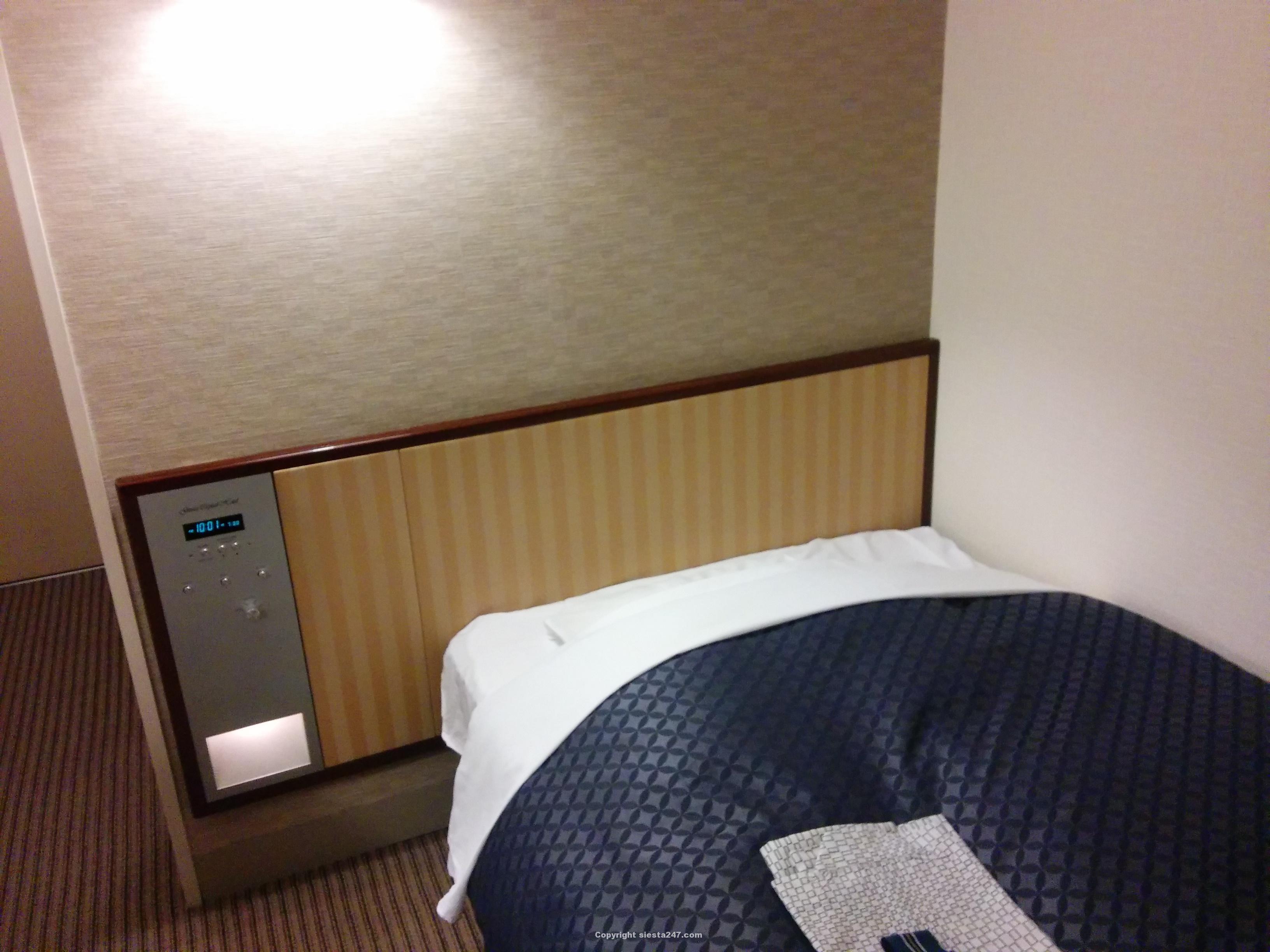 銀座キャピタルホテル本館シングルベッドです。