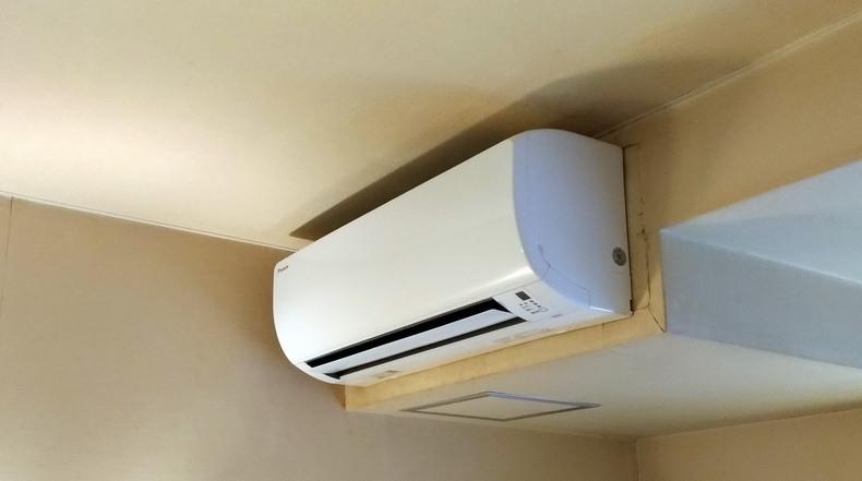 エアコンは一般的な家庭用のものだったので、リモコン操作も戸惑いがありません