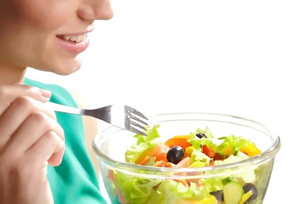野菜や豆類、魚中心の食生活に切り替えることも、耳垢のにおい対策には有効です